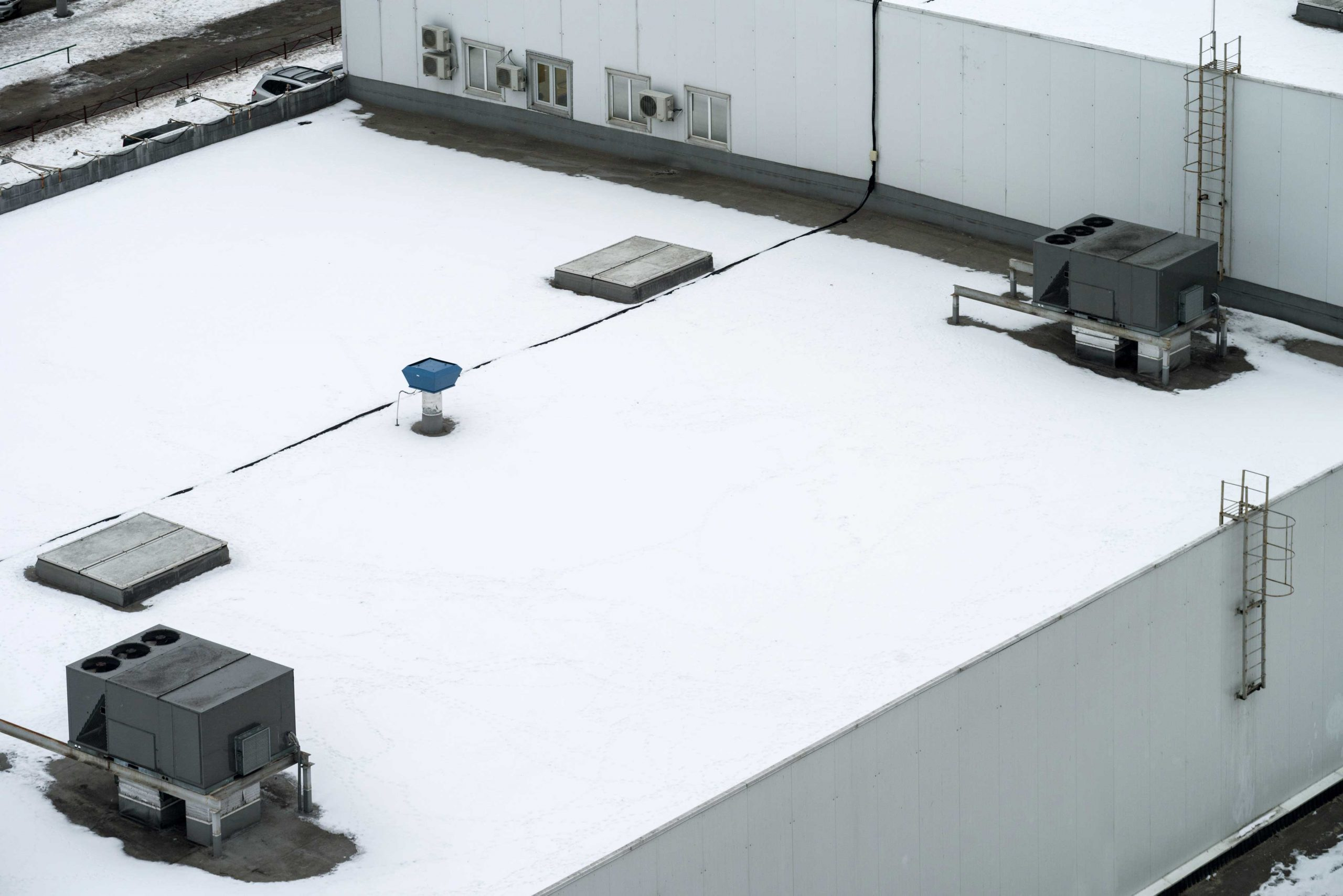Commercial roof in the winter